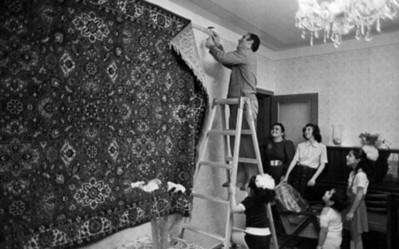 По какой причине в СССР люди вешали на стене ковры