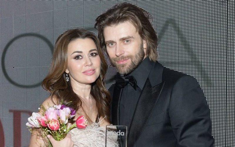 В Сети появились архивные фотографии тайного венчания Анастасии Заворотнюк и Петра Чернышева