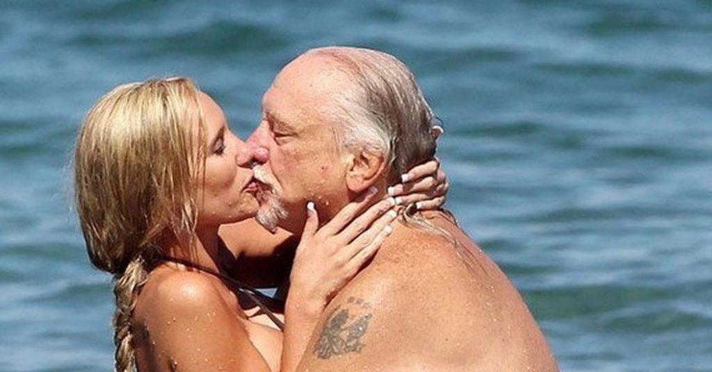 тебе гости старые мужчины и их молодые жены фото газы