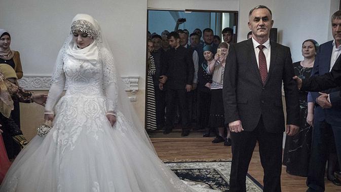 Замуж не по любви: история 17-летняя чеченки, которая вышла замуж за взрослого мужчину