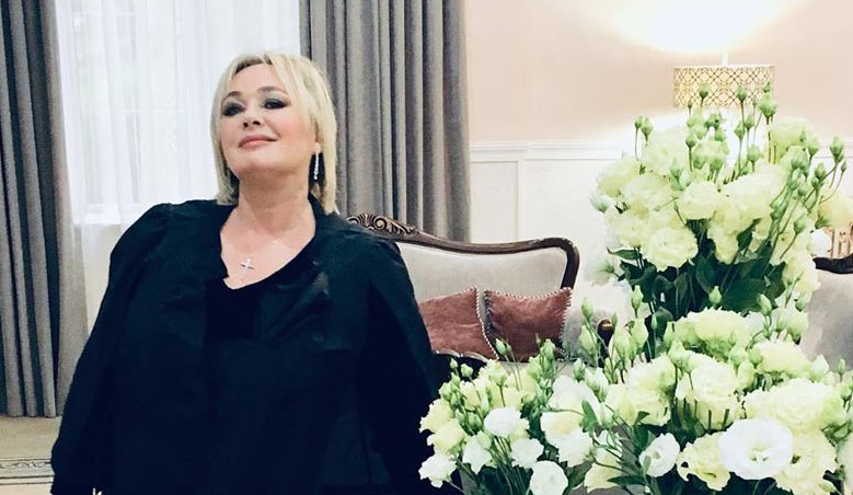 Без лишних килограммов и морщин: похудевшая Лариса Гузеева показалась со звездой 90-х и призналась ему в любви