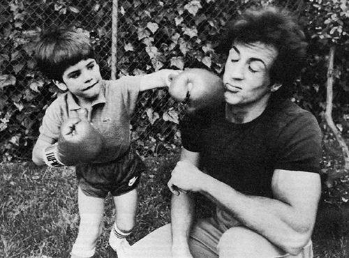 «Ничто не сравнится с болью от потери ребенка»: Силвестер Сталлоне окончательно сломался после того, как сын ушел из жизни