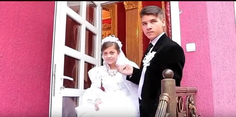 Роскошная цыганская свадьба: ей — 13, а ему -15