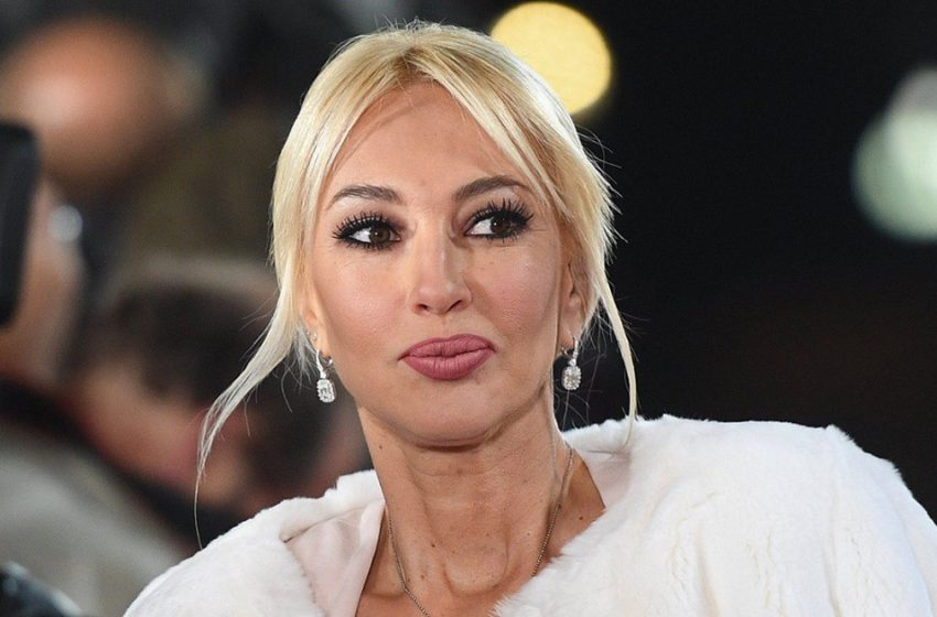«Без фильтров»: Леру Кудрявцеву в спортивном костюме и без макияжа не узнали поклонники