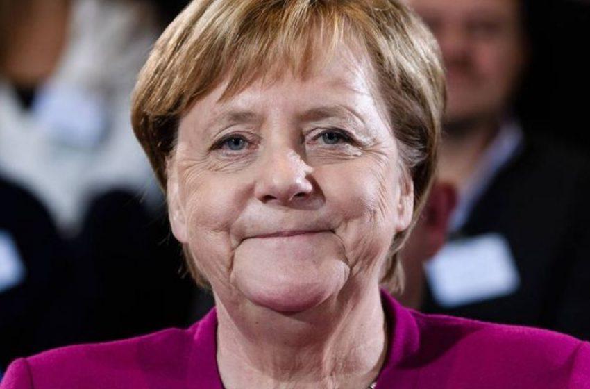 «Взбитенькая такая»: в Сети бурно обсуждают снимки Ангелы Меркель на отдыхе