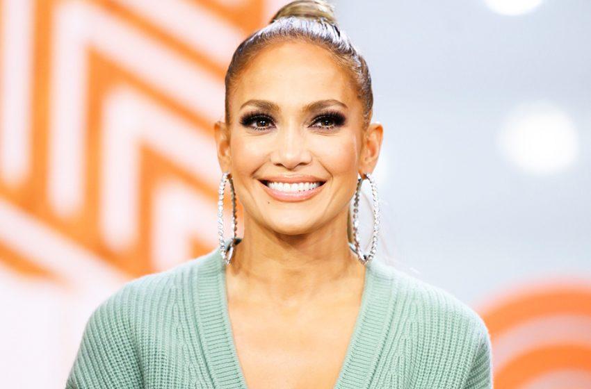 «В 52 выглядит на 30»: Дженнифер Лопес впечатлила фанатов стильным образом